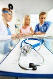 Stetoscopio e documento Fotografia Stock