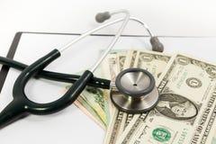 Stetoscopio e dollaro Immagini Stock Libere da Diritti
