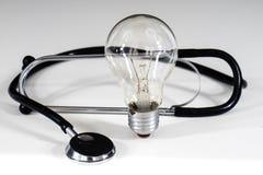 Stetoscopio e lampadina Immagine Stock