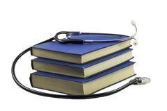 Stetoscopio e libri Fotografie Stock Libere da Diritti