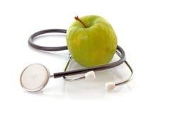 Stetoscopio e mela immagine stock