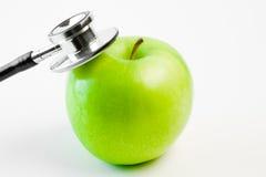 Stetoscopio e mela medici fotografia stock libera da diritti