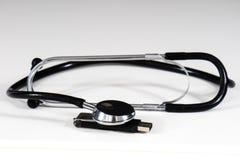 Stetoscopio e pendrive Immagine Stock Libera da Diritti