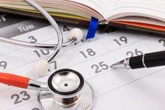 Stetoscopio e penna Il dottore Appointment Fotografia Stock Libera da Diritti