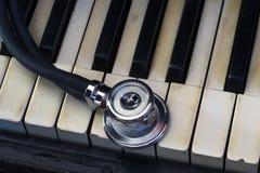 Stetoscopio e piano Fotografie Stock