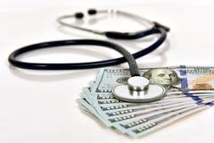 Stetoscopio e soldi Fotografia Stock Libera da Diritti