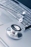 Stetoscopio sul computer portatile Immagine Stock Libera da Diritti