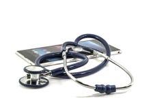 Stetoscopio sulla compressa Fotografie Stock