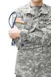 Stetoskop för doktor för USA-armé hållande bredvid hans skuldra Royaltyfri Fotografi