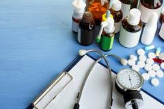 Stetoskop i butelki medycyny Zdjęcie Royalty Free