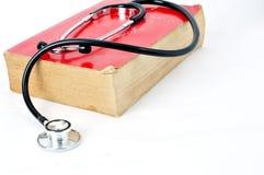 Stetoskop na czerwonej starej książce Zdjęcie Royalty Free