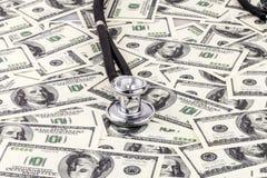 Stetoskop na dolarach Obraz Royalty Free