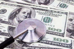 Stetoskop na górze USD dolarów diagnozuje walutę Fotografia Royalty Free