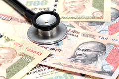 Stetoskop na Indiańskiej rupii notatkach Obraz Stock