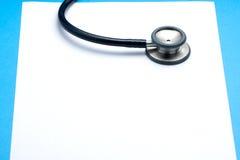 Stetoskop na Pustym papierze zdjęcia stock