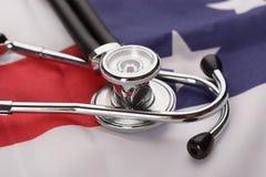 Stetoskop nad flaga amerykańską zdjęcia royalty free