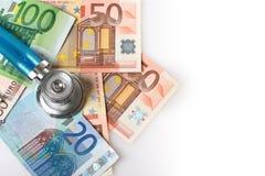 Stetoskop och europengar. Arkivbild