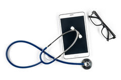 Stetoskop och exponeringsglas med minnestavlan, pekskärm arkivfoton