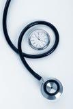Stetoskop och klocka Arkivbilder