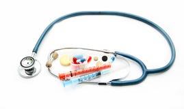 Stetoskop och olika farmakologiska förberedelser Arkivbilder