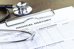 Stetoskop och rapport för medicinsk historia royaltyfri bild