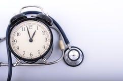 Stetoskop- och tappningklockaframsida som simulerar medicinska appointmen royaltyfri bild
