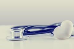 Stetoskop z biel skały sercem Zdjęcia Stock
