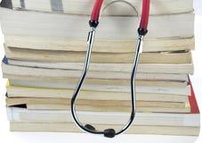 Stetoskopet och bokar Royaltyfria Foton