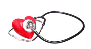 Stetoskopu czeka czerwony serce odizolowywający na bielu Obrazy Stock