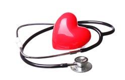 Stetoskopu czeka czerwony serce odizolowywający na bielu Obrazy Royalty Free