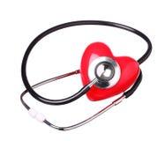 Stetoskopu czeka czerwony serce odizolowywający na bielu Fotografia Stock