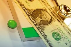 Stetoskopu dolar, wydatek na zdrowie lub pomoc finansowa, obrazy royalty free