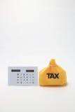 Steuer und Taschenrechner Lizenzfreie Stockfotografie