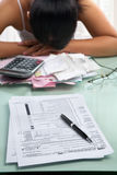 Steuer von und frustated Frau Stockfotografie