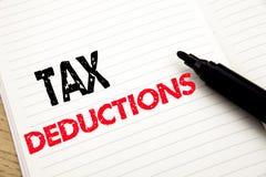 Steuerabzüge Geschäftskonzept für Finanzden ankommenden Steuer-Geld-Abzug geschrieben auf Notizbuch mit Kopienraum auf Buchhinter Lizenzfreies Stockfoto