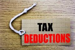 Steuerabzüge Geschäftskonzept für on-line--saleFinance den ankommenden Steuer-Geld-Abzug an geschrieben auf Preispapier mit Kopie Stockfoto