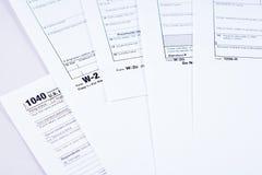 Steuerbericht und Steuerformulare stockbilder