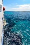 Steuerbordseite einer Fähre auf dem adriatischen Meer Stockbilder