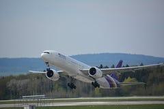 Steuerfestsetzung des Flugzeuges Lizenzfreie Stockfotos