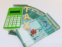 Steuerfinanzkonzept Steuerkonzept bargeld Finanzplan stockfotografie