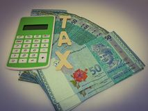 Steuerfinanzkonzept Steuerkonzept bargeld lizenzfreie stockfotografie