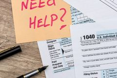 1040 Steuerformular mit Aufkleber Stockbilder