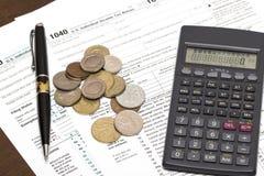 Steuerformular US 1040 mit Stift Stockbild