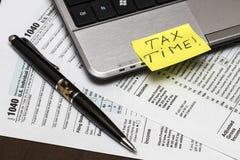 Steuerformular US 1040 mit Stift Stockfotos