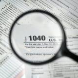 1040 Steuerformularhintergrund Stockfotos