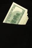 Steuerknüppel mit 100 Dollarscheinen aus der Tasche heraus Stockfotos