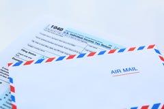 Steuerkonzept mit Postbuchstaben Lizenzfreies Stockbild