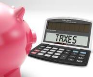 Steuern auf Taschenrechner zeigt Einkommenssteuererklärung Lizenzfreie Stockfotos