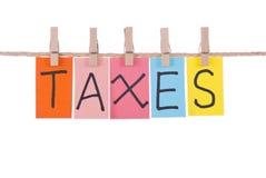 Steuern, bunte Wörter Stockbilder
