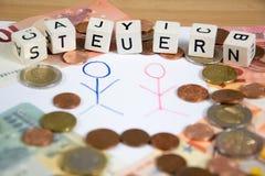 Steuern - le mot allemand pour l'impôt Photographie stock libre de droits